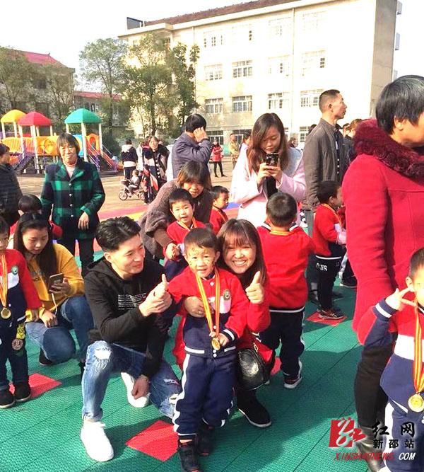 严塘镇中心幼儿园趣味亲子活动让孩子畅享快乐童年