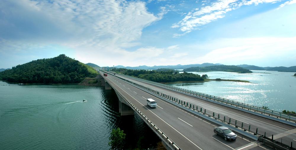 高速公路贯穿湘乡境内