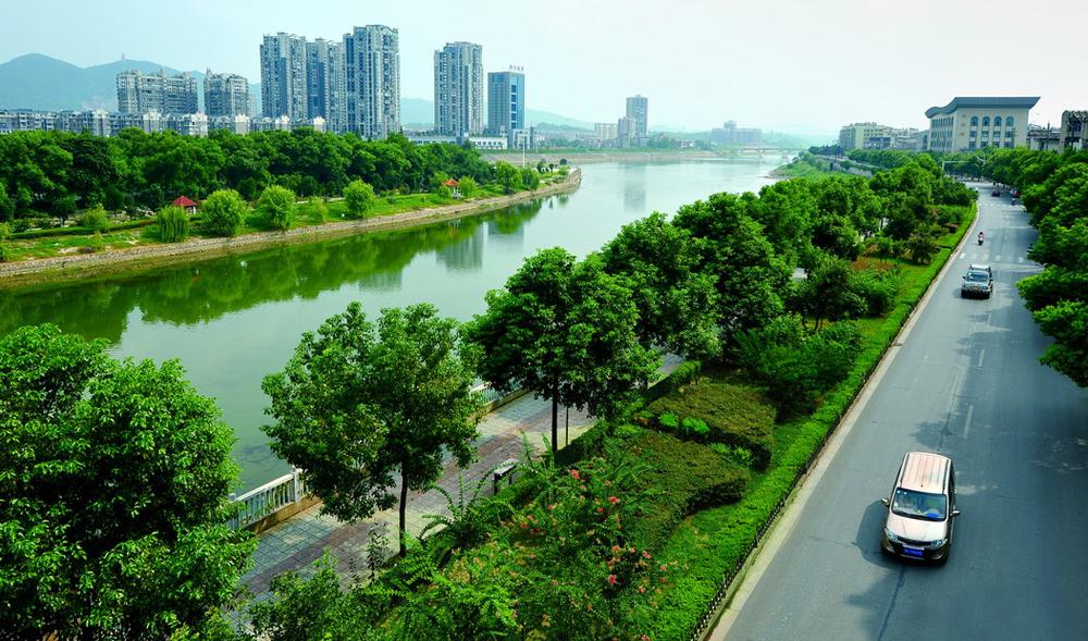 滨河路风光带
