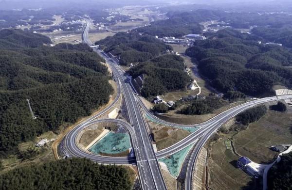 2018年2月10日上午,益马高速公路建成通车,安化至益阳缩短至1个半小时