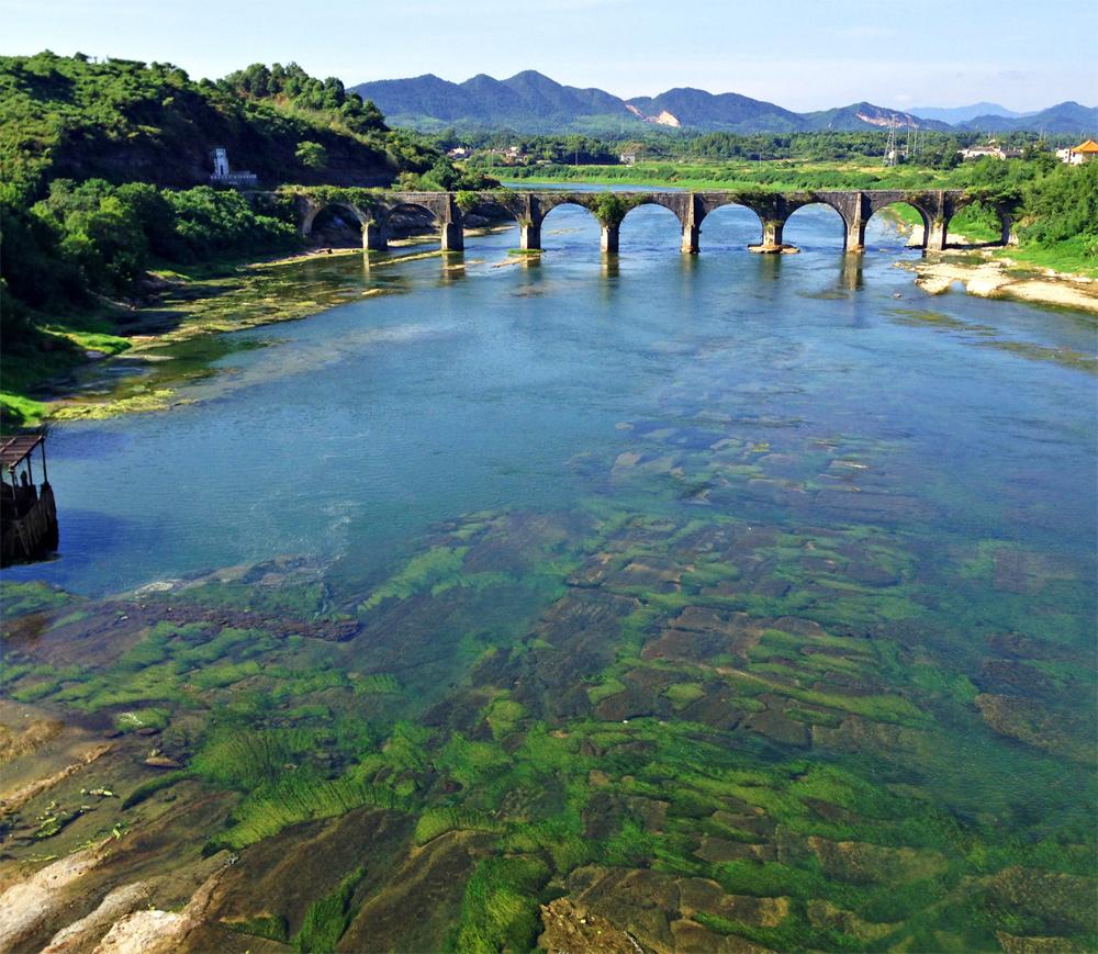 """1967年,湖南省韶山灌区工程指挥部在万福桥东面添建了""""洙津渡槽"""""""