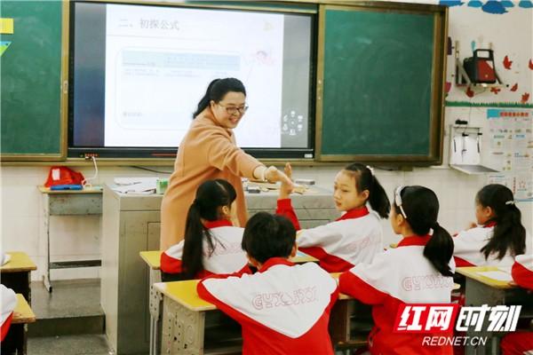 桂阳县教育重点助力青年教师成长广州市初中公办基金图片