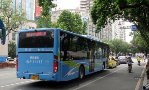 """公交车改道,小区成了""""孤岛"""""""