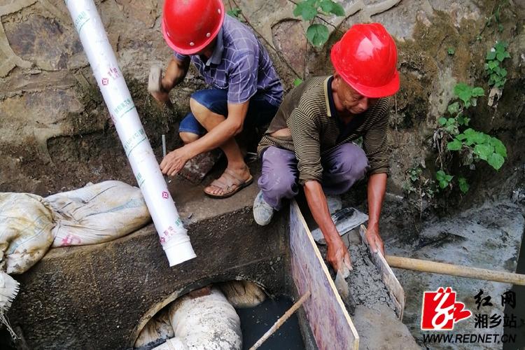 住建局:欧家港污水主干管抢修 确保高效截污