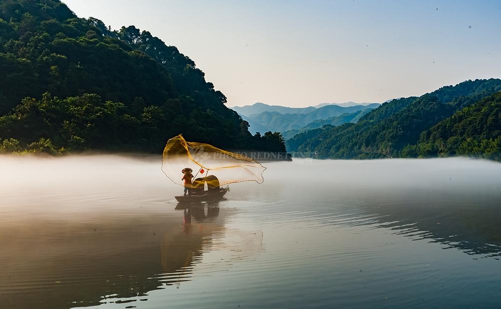 红图丨秋意小东江,一幅诗意的山水画