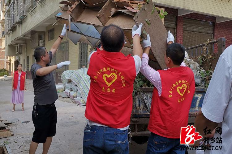 望春门街道:志愿者开展人居环境整治活动