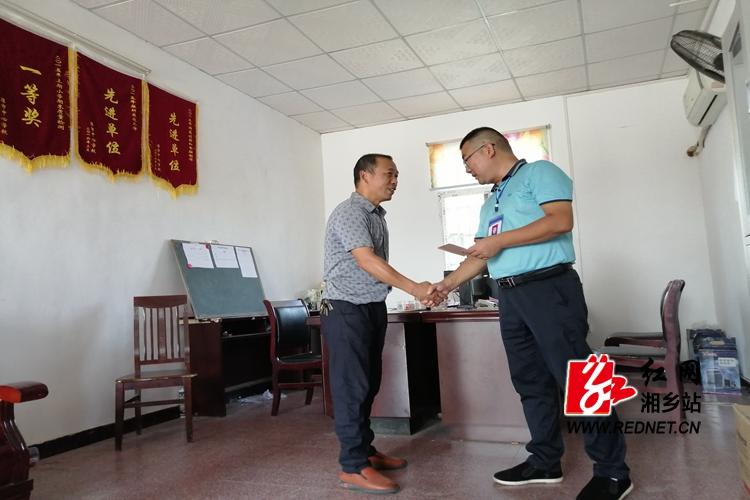 潭市镇:开展教师节走访慰问活动