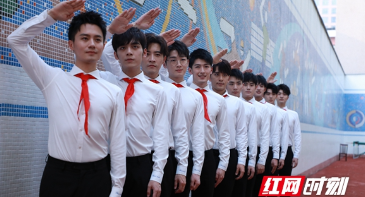 """献礼新中国成立70周年 """"声入人心""""五分3D成员 唱响《红旗飘飘》"""