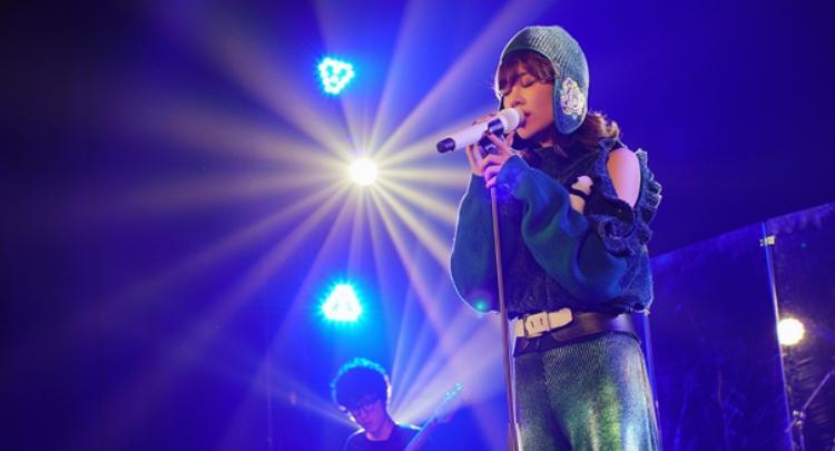 郁可唯巡回签唱会落地南京 人气高涨造型亮眼