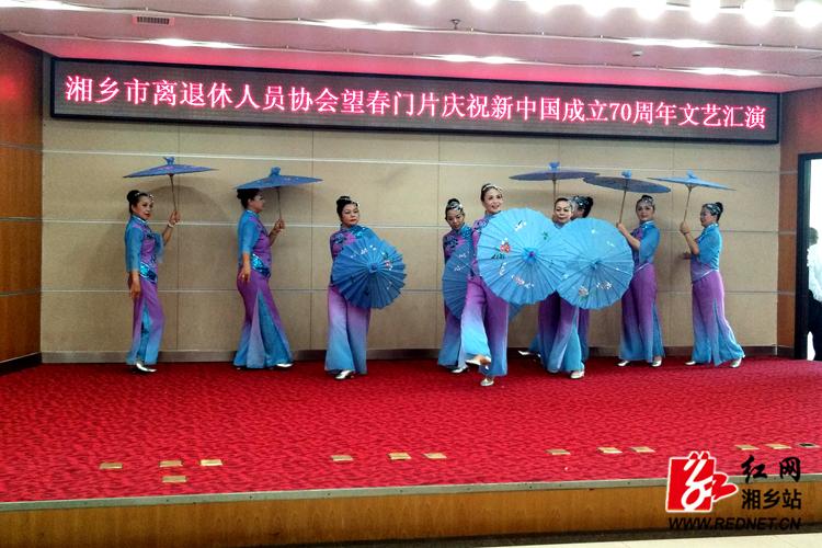 【庆祝新中国成立70周年】 离退休人员协会载歌载舞颂时时彩祖国