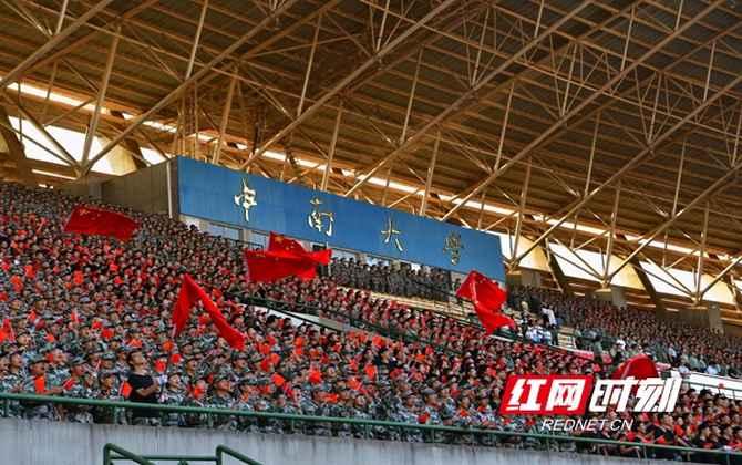 中南大学:青春告白祖国 万名大学生深情高唱赞歌