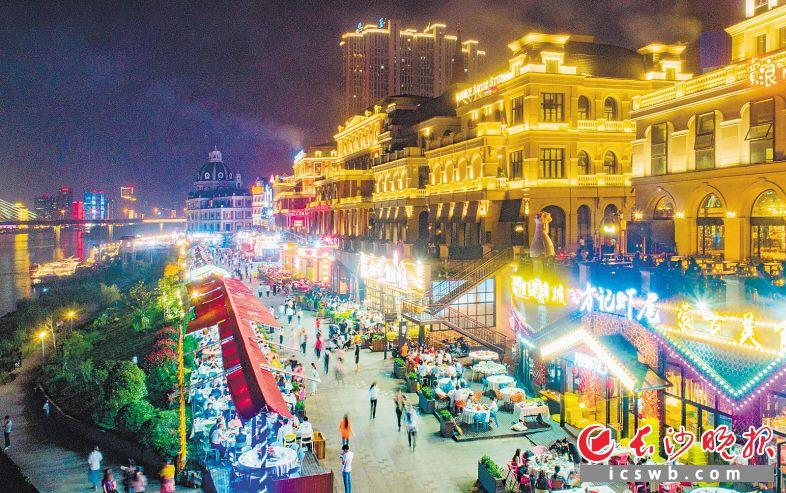 武汉夜网_国内外众多游客打卡\