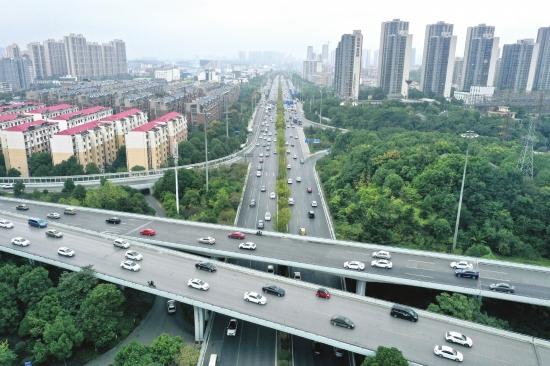 湖南:高速未出现明显高峰 不少人错峰出行避开车流