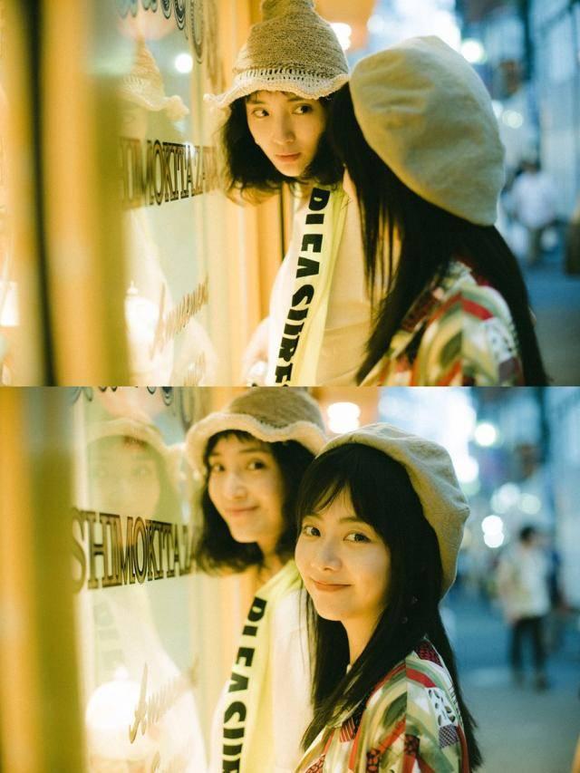近日,谭松韵在社交平台发布了一组近照。照片中,谭松韵身穿印花衬衫内搭白色T恤,头戴贝雷帽的装扮尽显文艺范儿。