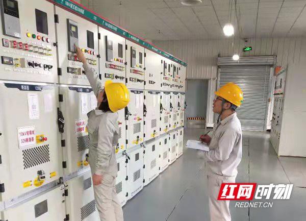 冬季临近 新化对变电站开展全面巡视保供电