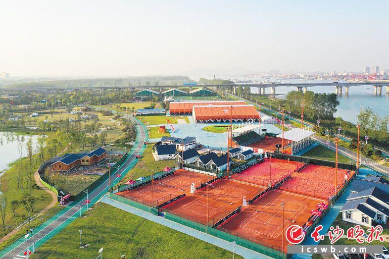 月亮岛足球、网球、篮球等体育项目相继开放,一个湘江洲岛上的滨水体育乐园规模初现。长沙晚报全媒体记者 邹麟 摄