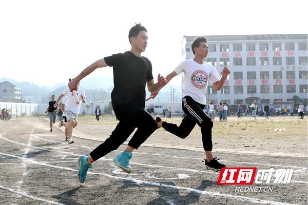 双峰:田径运动会 展青春风采
