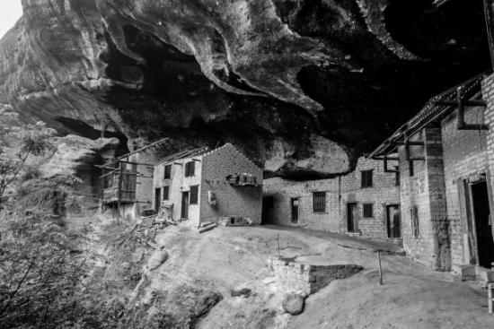 日本少妇嫩穴色囌M�_湖湘地理丨最后的洞穴人家:享受世外桃源的山居生活