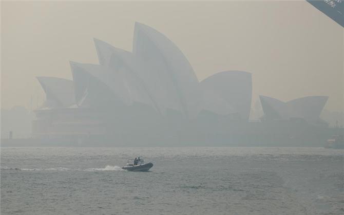 澳大利亚林火肆虐 悉尼浓烟围城