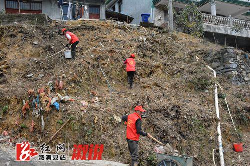 文明实践在溆浦|油洋乡来溪村新时代文明实践志愿者开展卫生大清扫