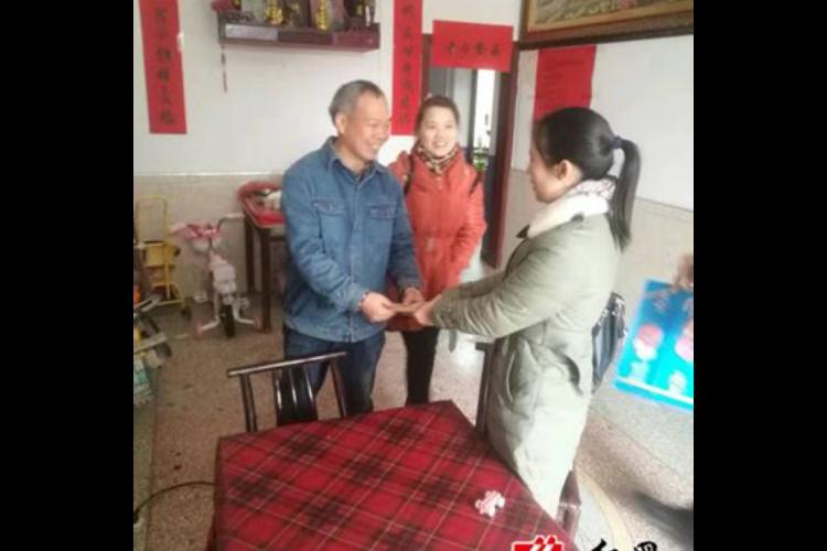 棋梓镇:慰问计划生育困难家庭 真情关爱暖人心