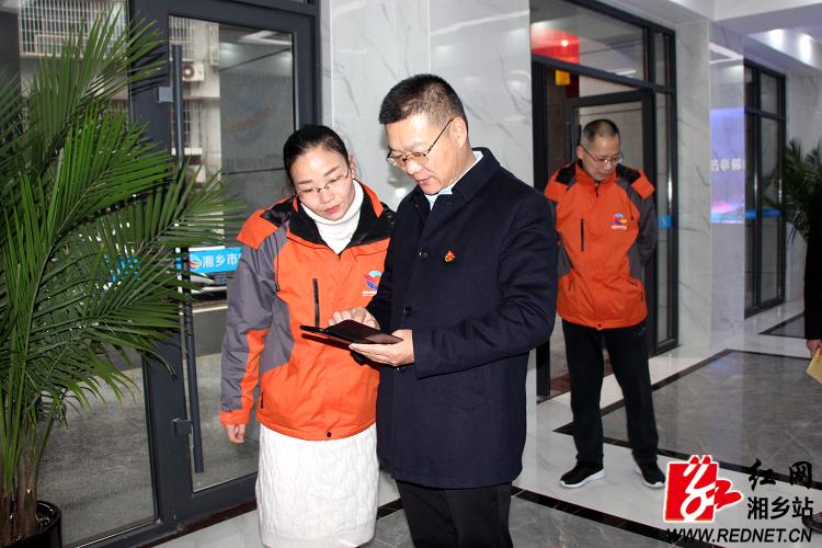 【温暖过年】周俊文看望慰问坚守一线工作人员