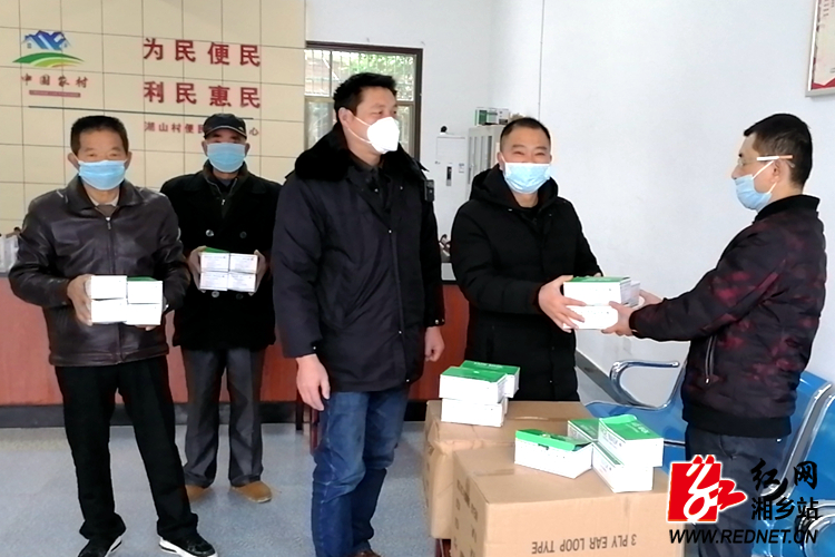 【防控疫情 我们在一起】60岁老党员爱心捐赠7000只口罩帮助村民防控疫情