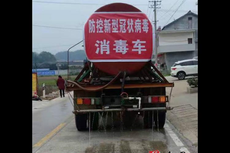 """【防控疫情 我们在一起】梅桥镇:洒水车变消毒""""利器"""" 保洁消毒全覆盖"""