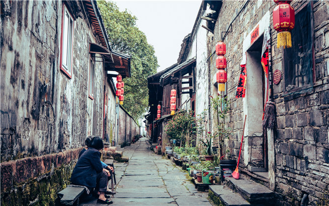 黔阳古城之春:风筝和汉服同在,古与绿都闯入你怀