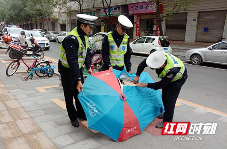 """【临武县】摩托车打""""伞""""?收!"""