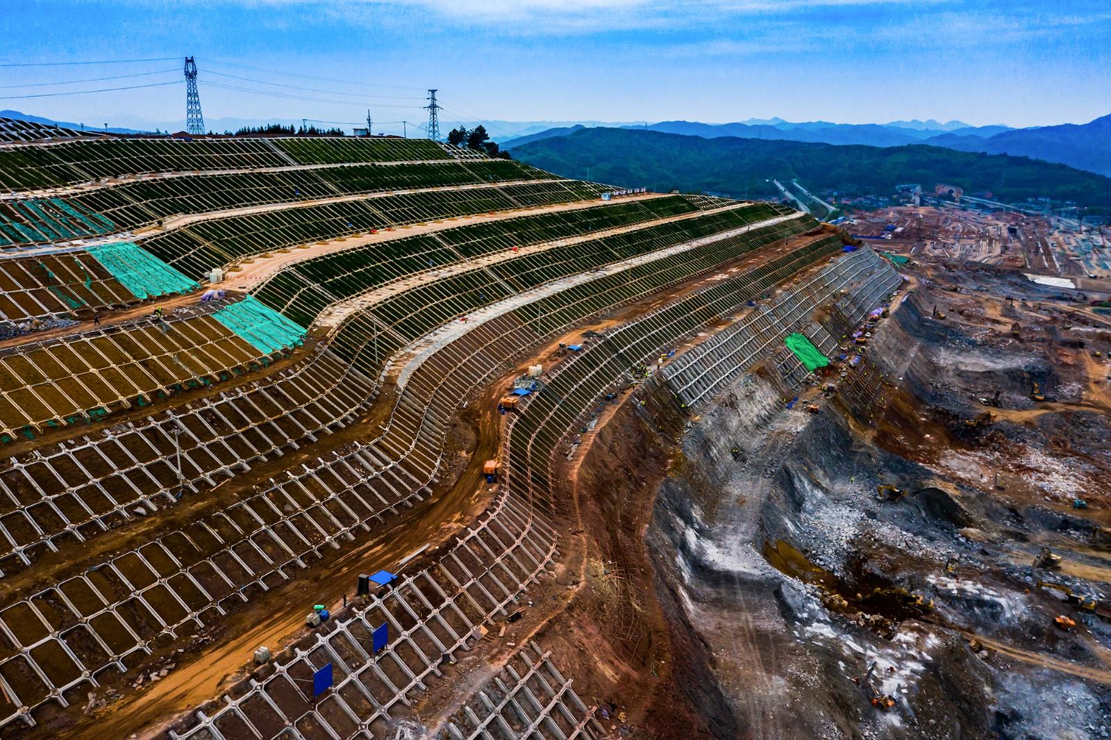 怀化:铁路建设战犹酣