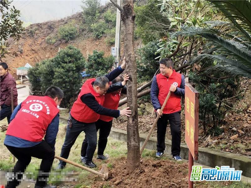 清明节,三江镇志愿者烈士陵园祭扫缅怀先烈