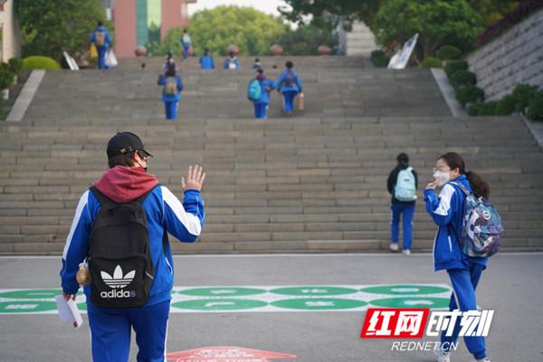 视频 | 长沙中学生的开学姿势