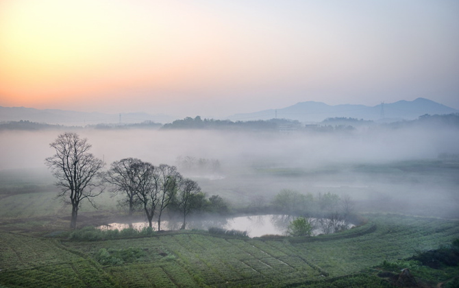 久雨初晴  薄雾轻笼下的家乡景色格外妖娆