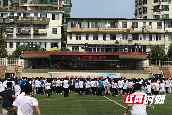 安全文化进校园 学校师生开展消防疏散演练