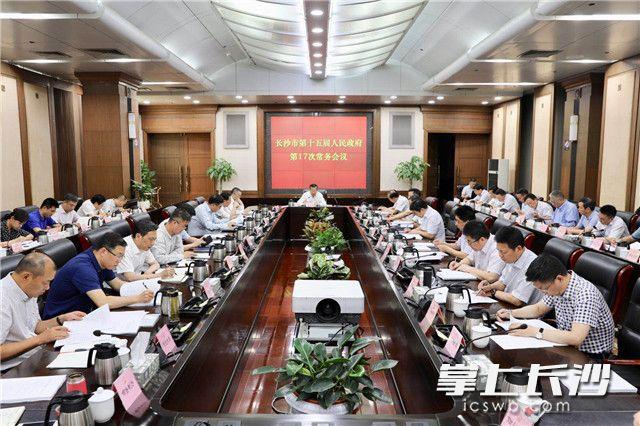 胡忠雄主持市政府常务会议 审议质量提升行动和知识产权强市议题