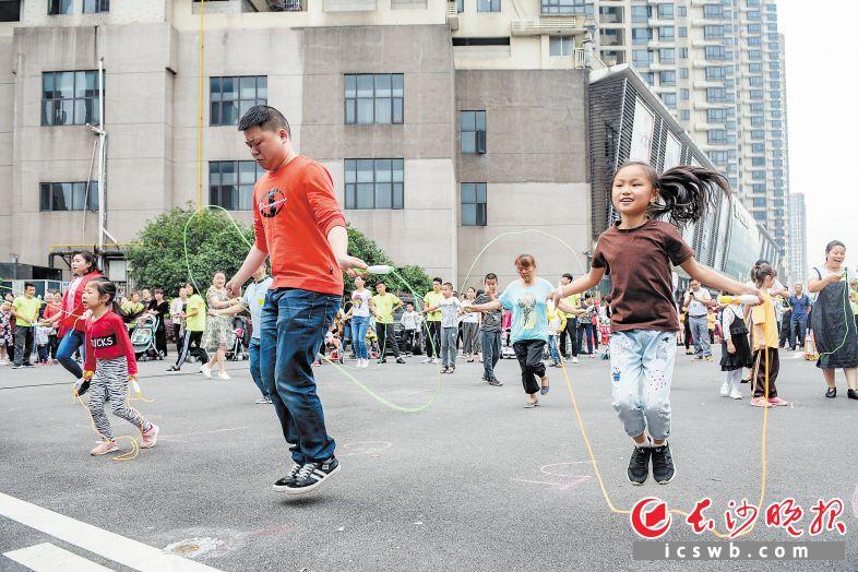 挑战公益跳绳 帮助山区孩子