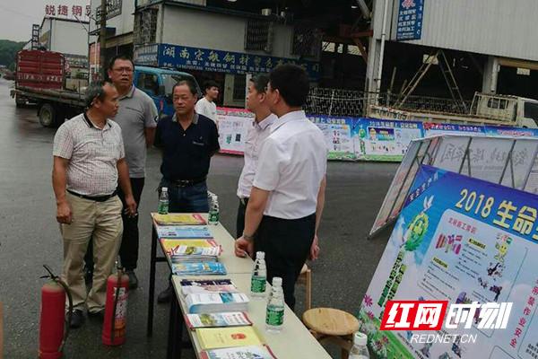 长沙黑石铺街道开展第十七个安全生产月咨询活动