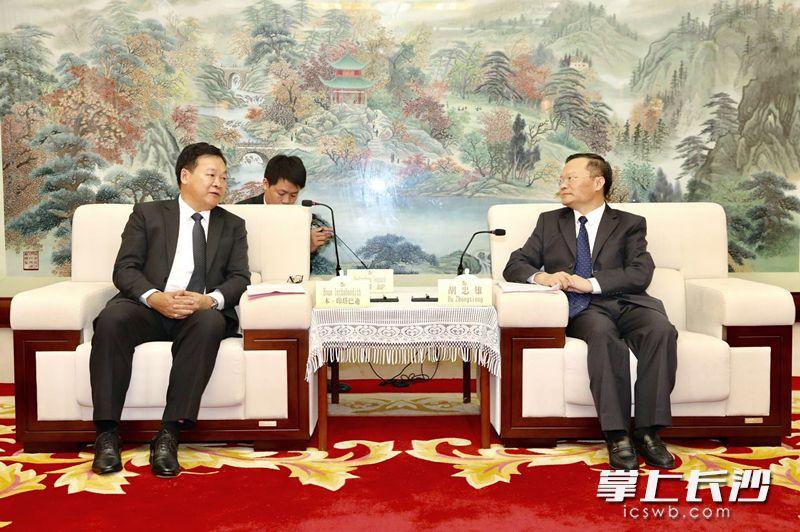 胡忠雄会见老挝驻长沙总领事馆总领事本·印塔巴迪