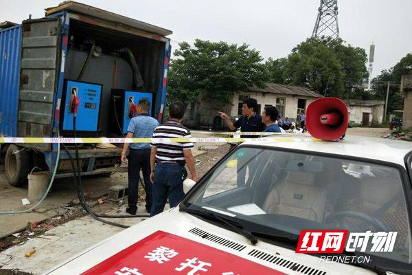 群众举报非法加油车藏身社区 多部门联合执法保安全