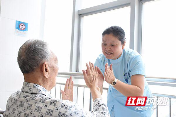 """老人就医零距离 益阳康雅将医院""""开进""""养老院"""