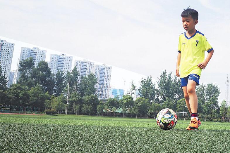 7岁长沙伢子张航铭当选世界杯官方球童 即将奔赴俄罗斯