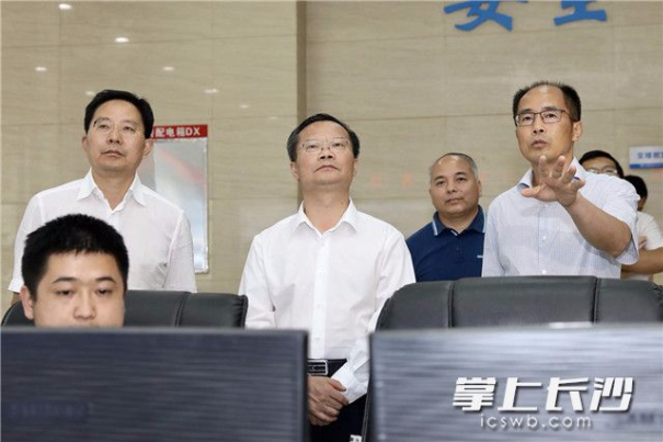 胡忠雄:科学研判调度 统筹抓好防汛抗旱工作