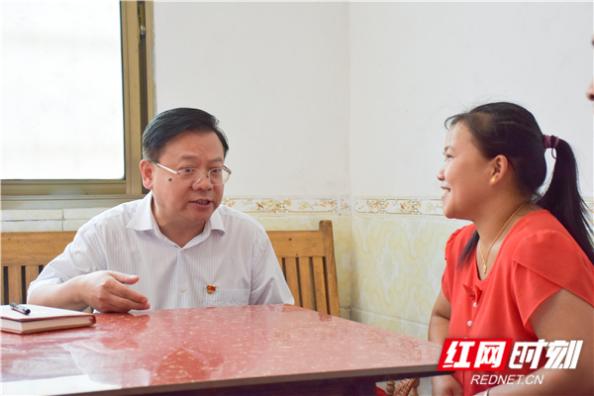 易鹏飞赴汝城县调研精准扶贫和基层党建工作