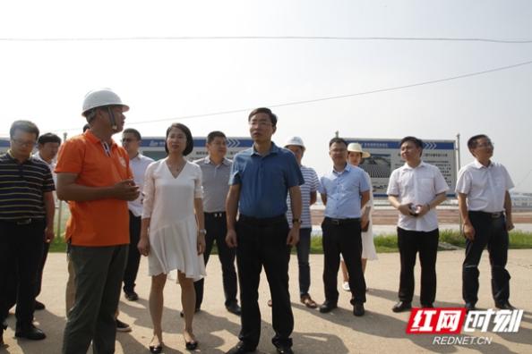 新港区:黄俊钧带队检查重点项目安全生产工作