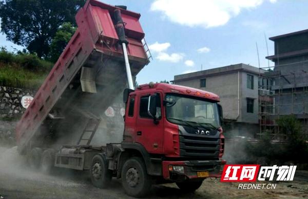邵阳县普通公路与高速公路联合治超严厉查处超限超载货运车辆