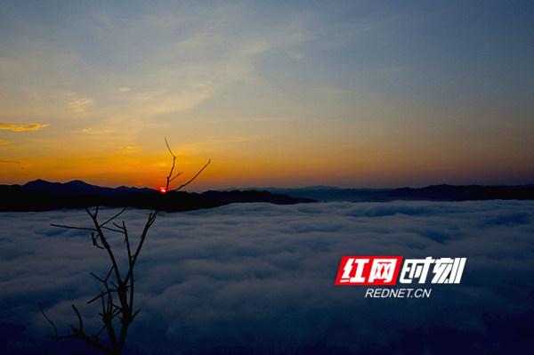 云台山日出。