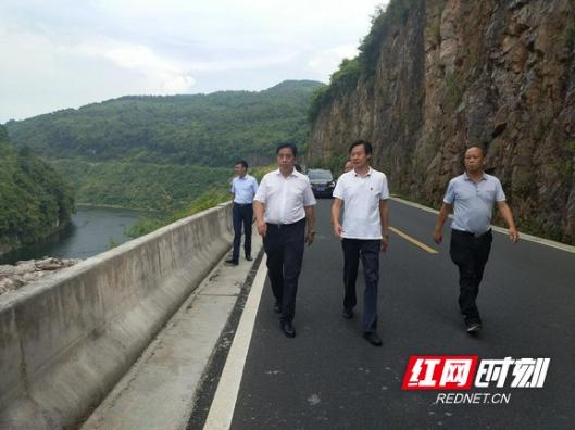 唐湘林保靖巡河:加强水污染、水环境综合治理