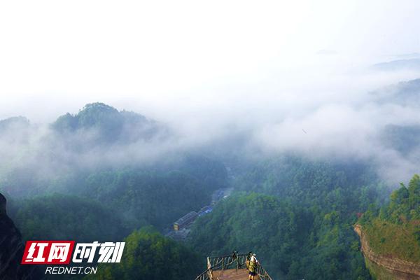 万佛山雨后初霁云雾缭绕