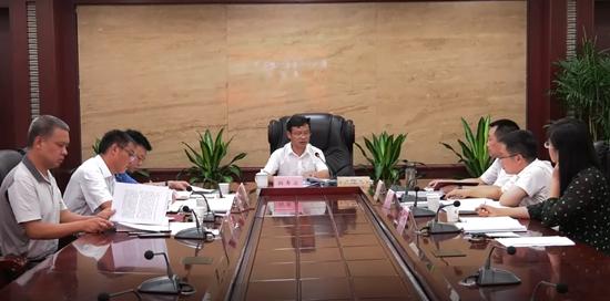鹤城区政府党组理论学习中心组开展专题学习